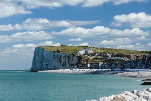 Le 20 aout le PCF organise à suresnes Une journée à la mer pour le droit au vacances !